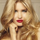 Rejuvenation effect with the right hair color